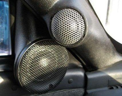 Двухкомпонентная акустическая система на авто