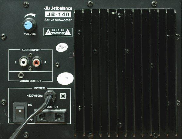 панель активного сабвуфера