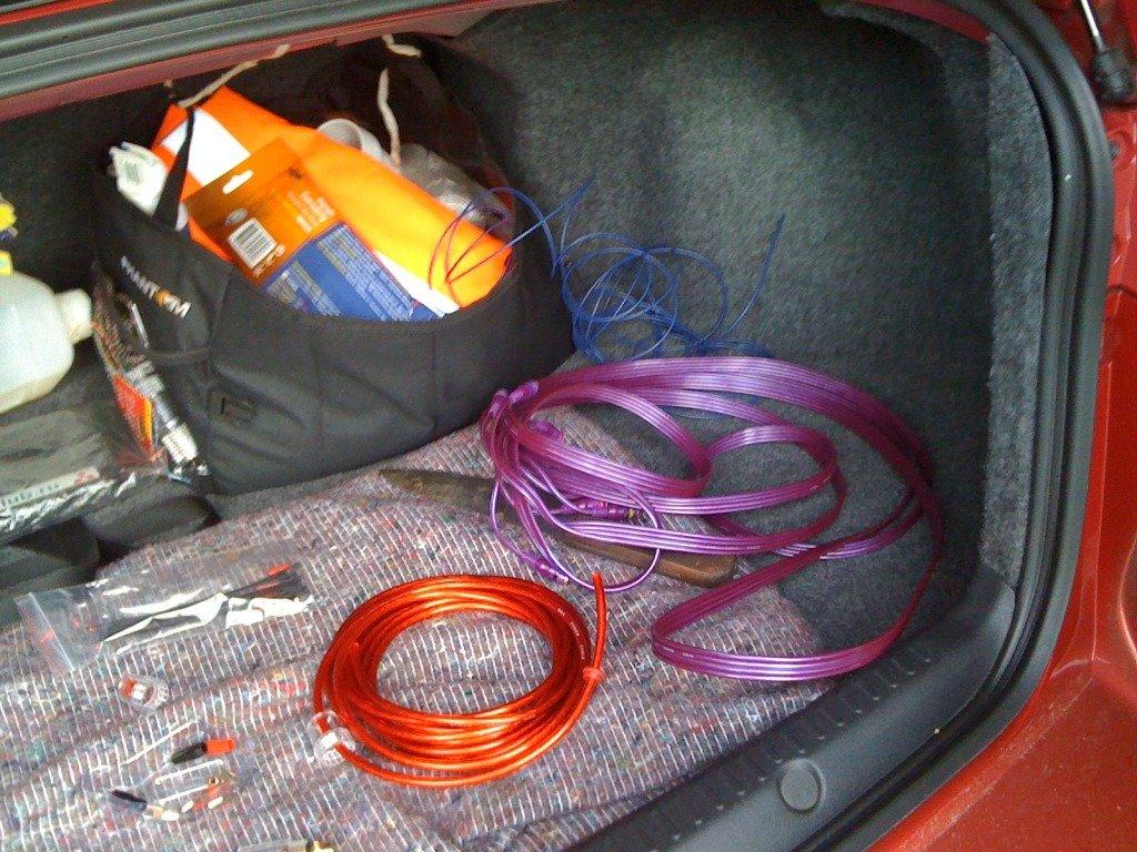 Установка активного сабвуфера в машину своими силами