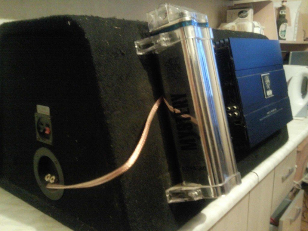 Сабвуфер усилитель и конденсатор