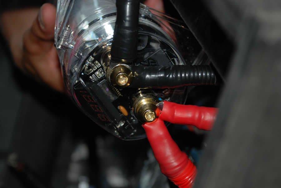 Зачем нужен конденсатор для автоакустики