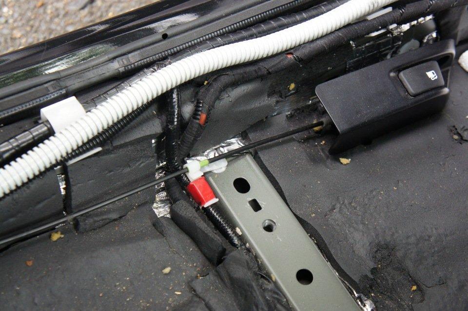Сабвуфер автомобильный активный под сиденье и его установка