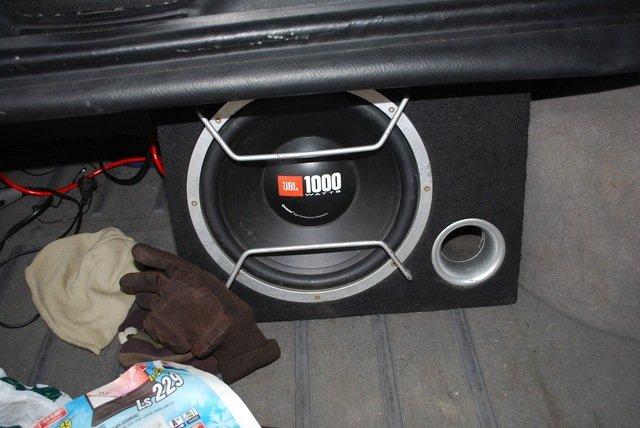 Сабвуфер в авто ВАЗ