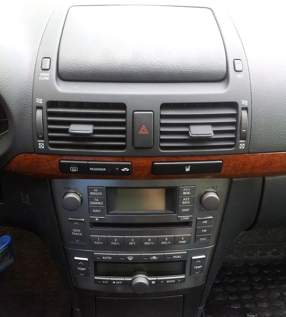 Штатная магнитола Toyota Avensis
