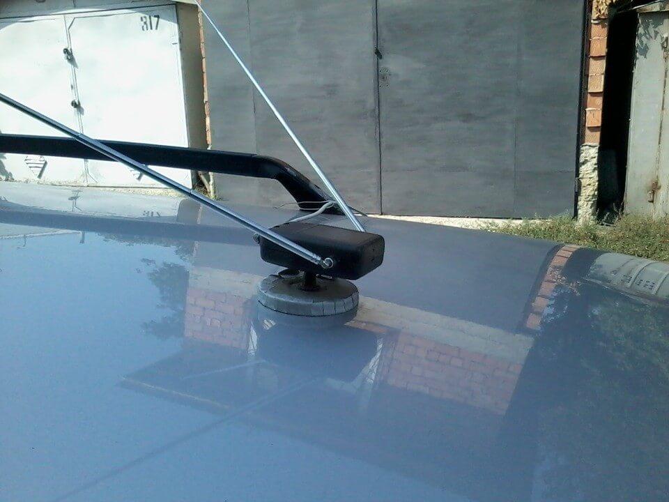Приёмник на крыше автомобиля