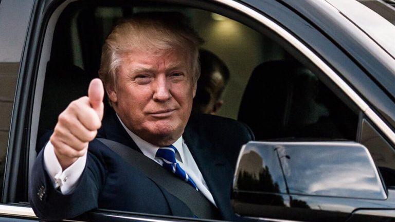 Дональд Трамп в машине