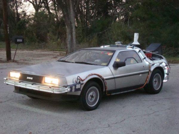 Машина из фильма Назад в будущее