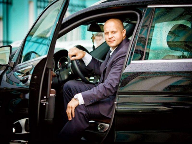 Машины Фёдора Емельяненко: от «десятки» до Мерседеса