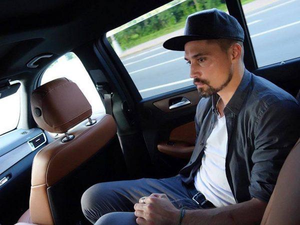 Дима Билан в машине