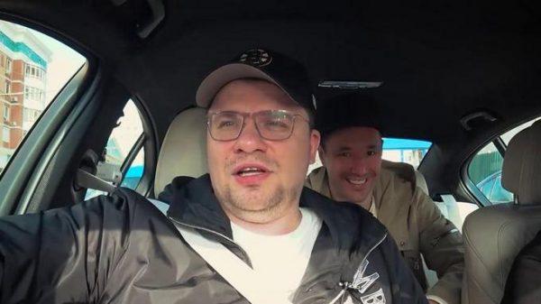 Гарик Харламов в машине