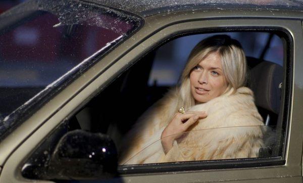 Вера Брежнева в машине
