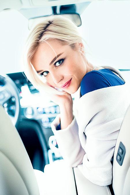 Полина Гагарина в машине