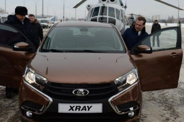 Дмитрий Медведев и Lada XRAY
