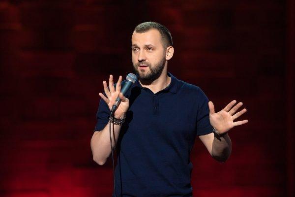 Стендапер Руслан Белый