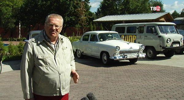 Владимир Жириновский на фоне Победы и Буханки