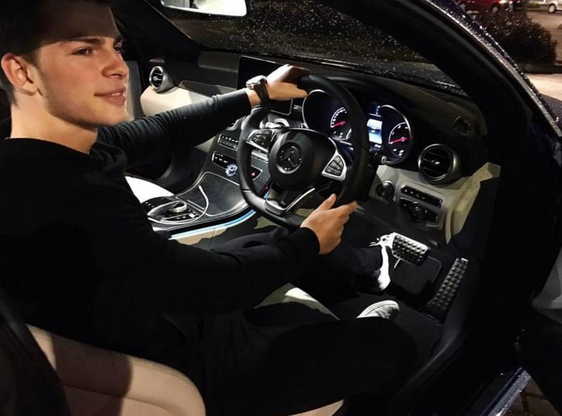 Приёмный сын Олега Газманова сцепился с мотоциклистом
