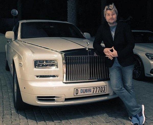 Николай Басков возле машины