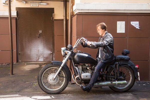 Сергей Безруков на мотоцикле