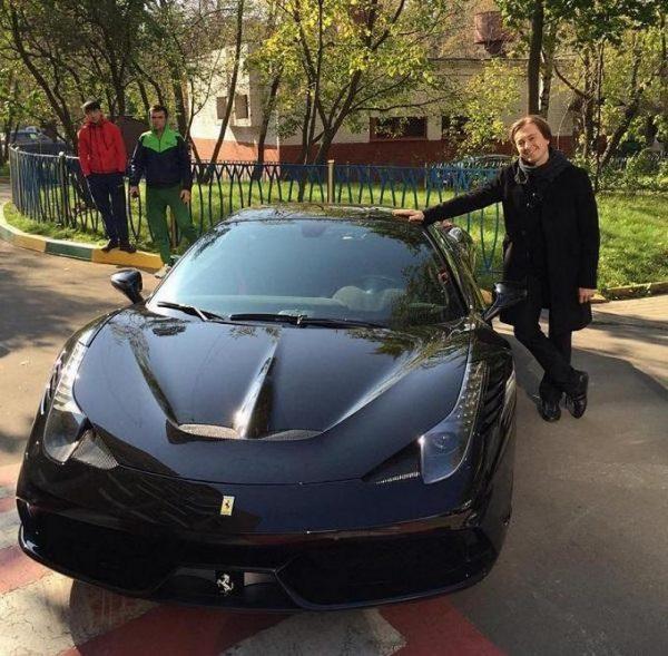 Сергей Безруков возле Ferrari