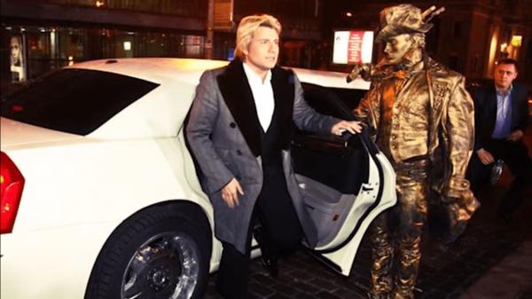 Николай Басков в машине
