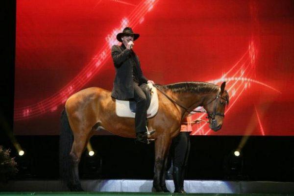 Михаил Боярский на коне