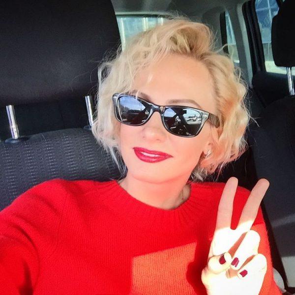 Селфи Полины Максимовой в машине