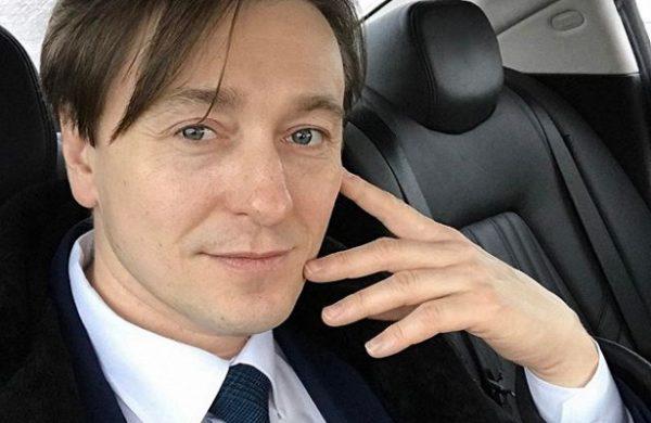 Сергей Безруков в машине