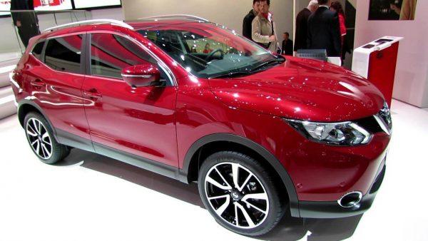 Красный Nissan Qashqai