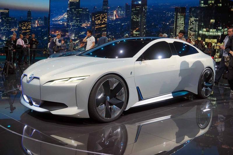Париж-2018: стало известно, когда поступит в продажу электромобиль BMW i4