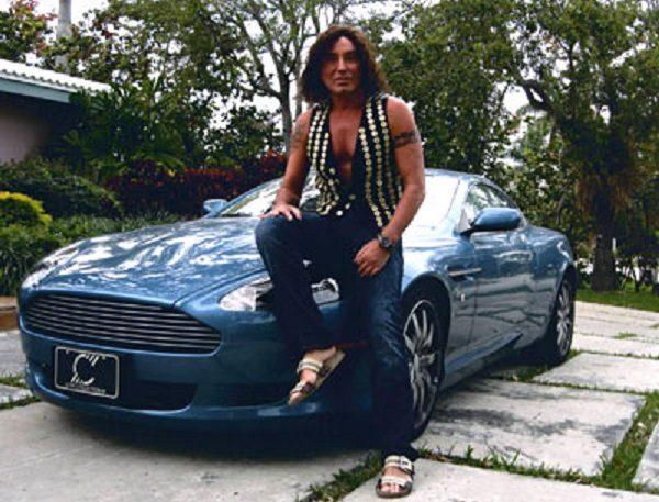 Валерий Ленотьев рядом со своей машиной
