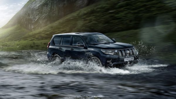 Toyota Land Cruiser Prado в воде