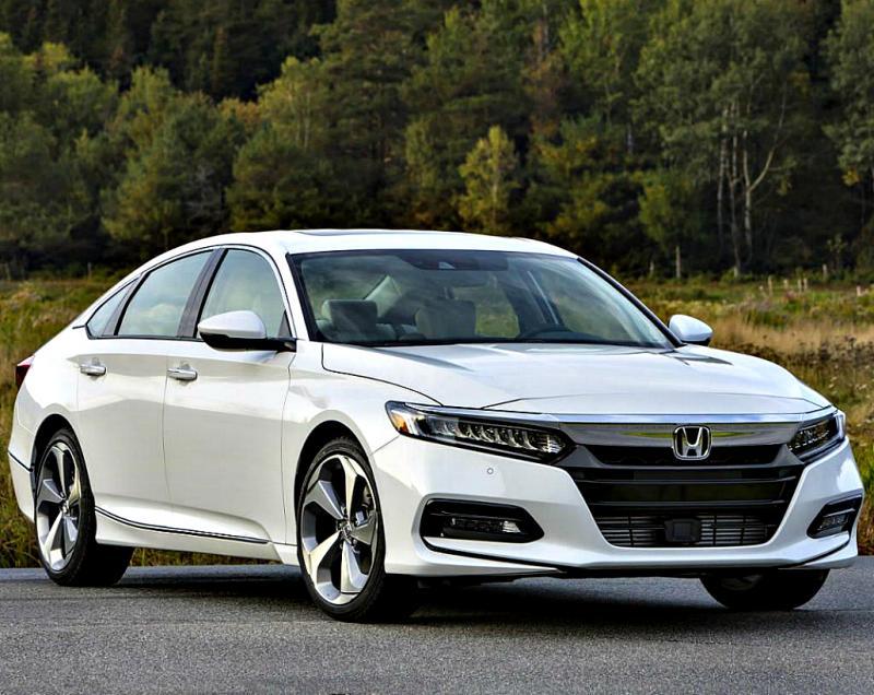 Начались продажи 4-дверного купе Honda Inspire