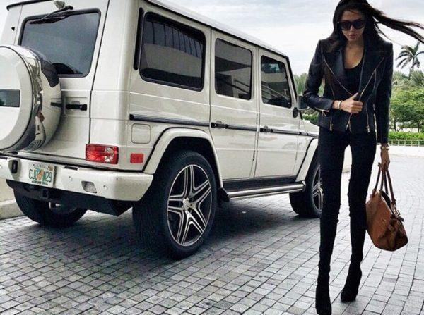 Анастасия Решетова с автомобилем