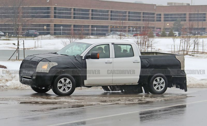 Toyota Tundra 2020 в камуфляже испытывают на дорогах США.