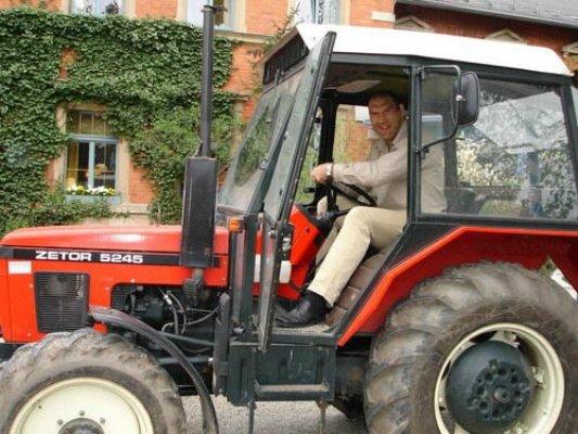 Валуев на тракторе