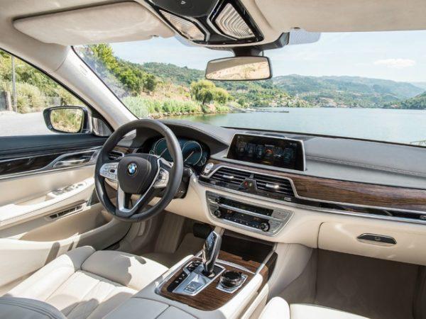 BMW 7-Series 750Li салон