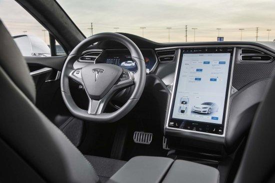 Tesla Model S салон