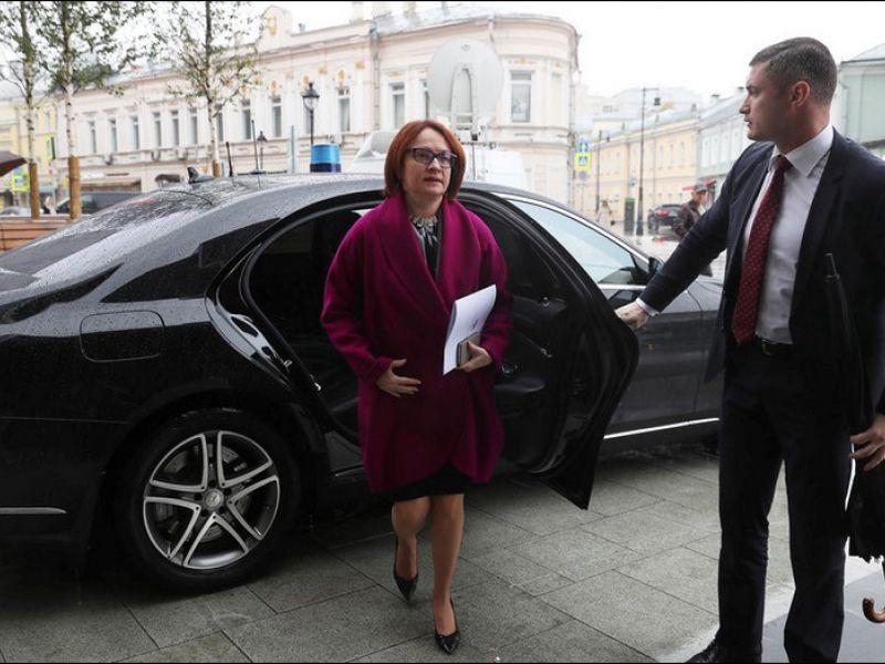 На каких автомобилях ездит Эльвира Набиуллина?