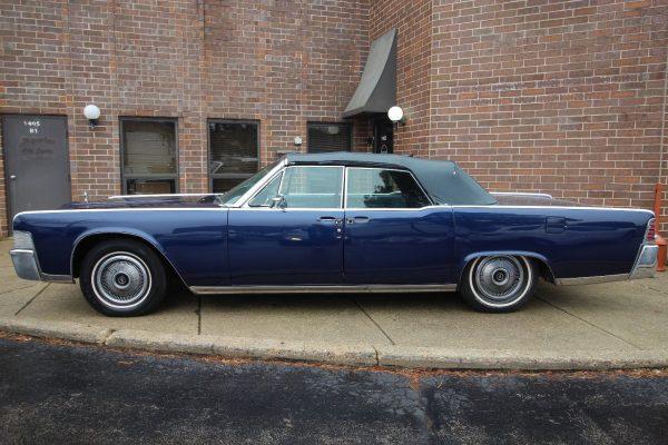 Cadillac Lincoln Continental 53A 1965