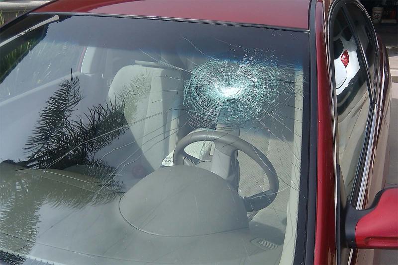 Как скажется трещина в лобовом стекле на прохождении техосмотра автомобиля
