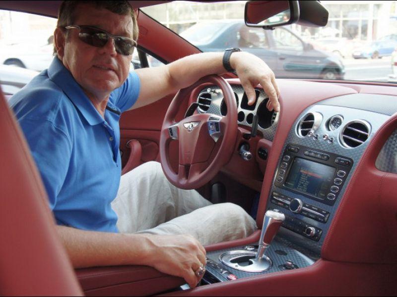 Огромный автопарк Александра Новикова: на чём ездит король шансона?