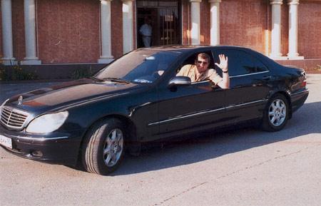 Александр Новиков в машине