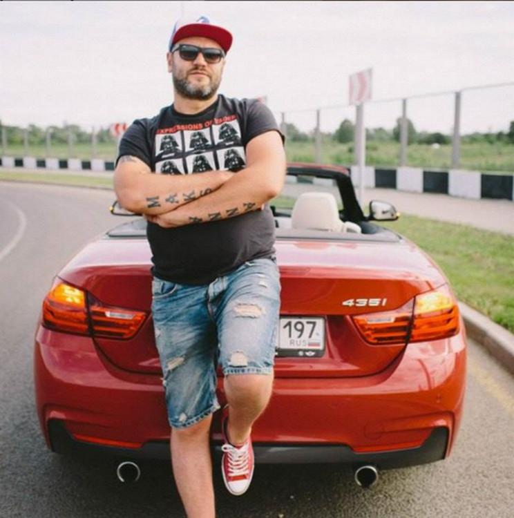Какой автомобиль у популярного радиоведущего Александра Бона?