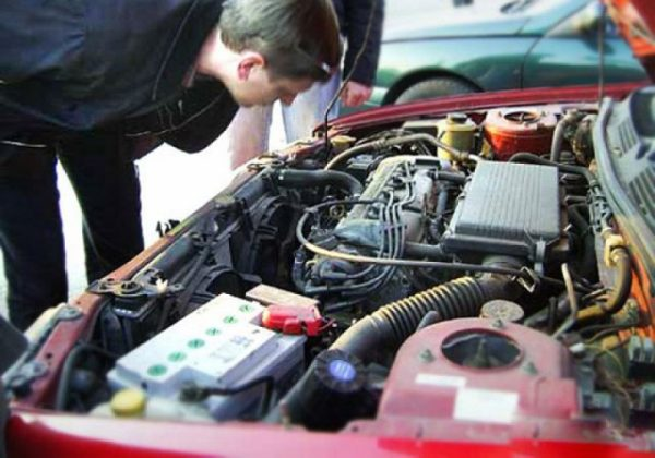 Осмотр двигателя машины перед покупкой