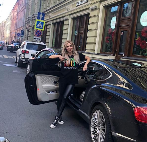 Автомобиль Екатерины Усмановой