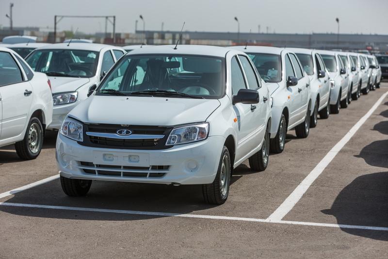 Украинцы вновь могут приобретать российские автомобили