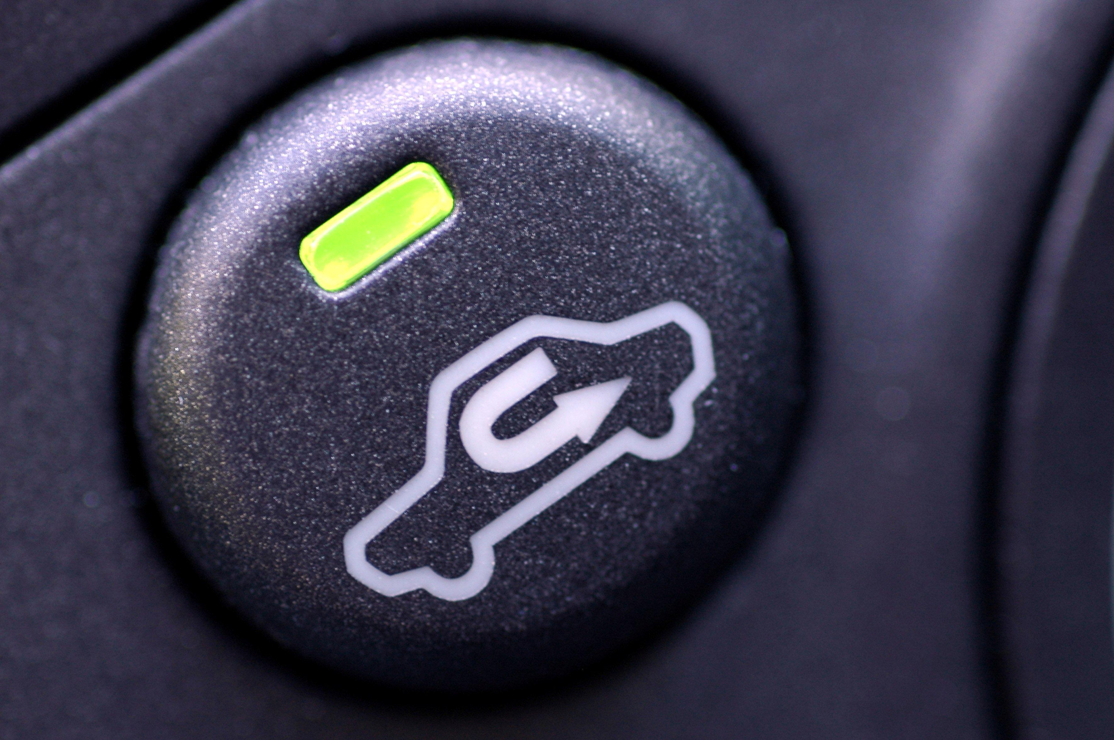 Тест: зачем в автомобиле эти странные кнопки — угадает далеко не каждый