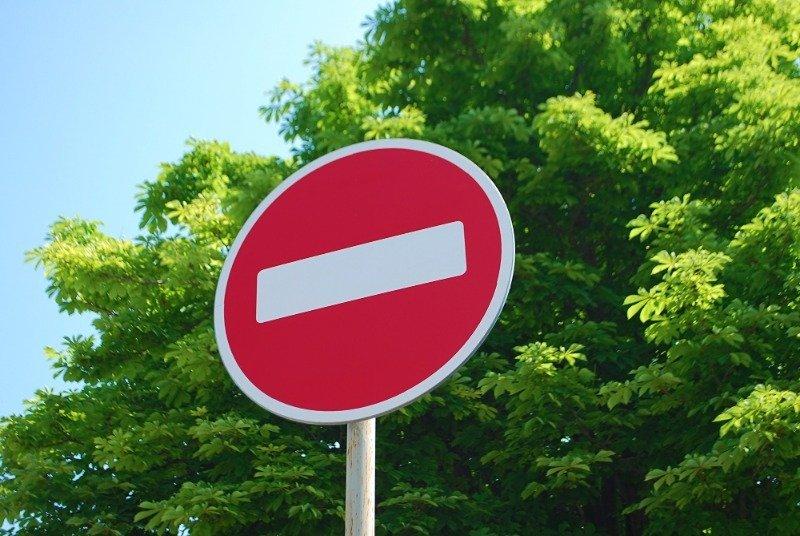 В каких случаях можно проезжать под запрещающий знак «кирпич» и чем чревато нарушение правила
