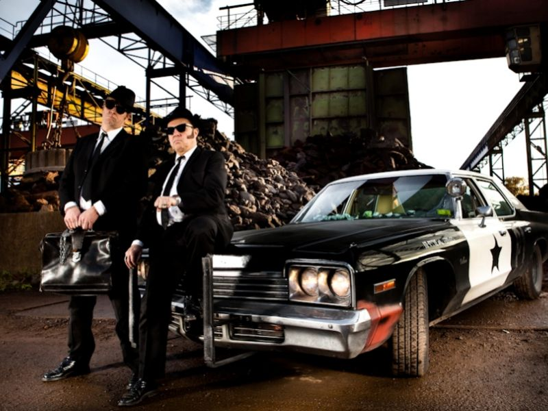 Машина братьев Блюз — на чем ездили герои захватывающего фильма прошлых лет
