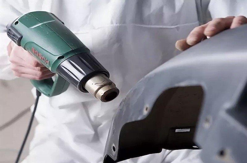 Как удалить вмятину с кузова автомобиля при помощи фена и освежителя воздуха